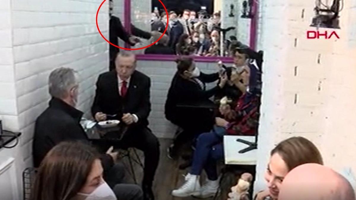 Erdoğan'ın korumasından dondurma yiyen kadına bacak uyarısı