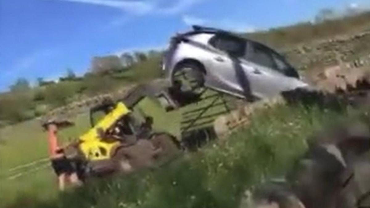 Park kavgasında pes dedirten olay! Lüks aracı kullanılmaz hale getirdi
