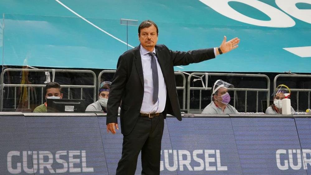 Ergin Ataman şampiyon olduktan sonra yenildikleri tek takımı tebrik etti