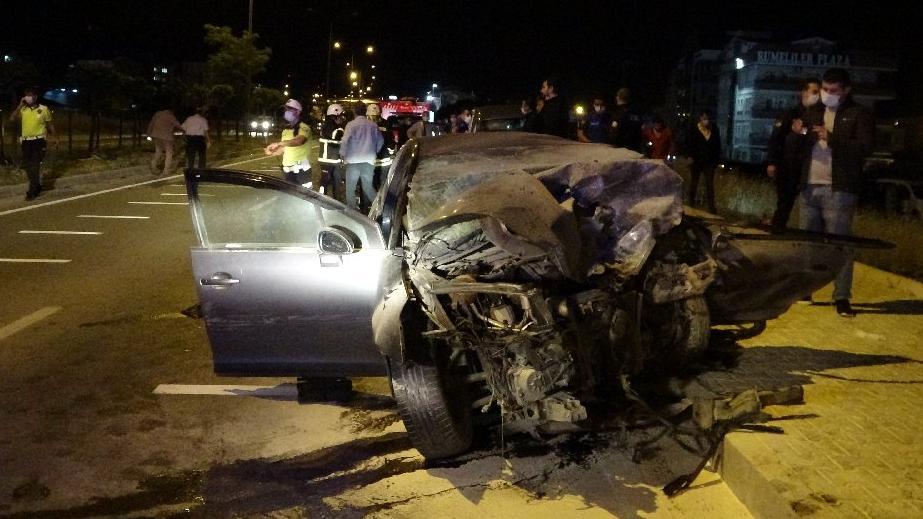 İki otomobil çarpıştı: Bir polis ve bir asker hayatını kaybetti
