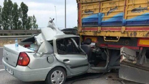 OtomobilTIR'a çarptı: Bir çocuk öldü