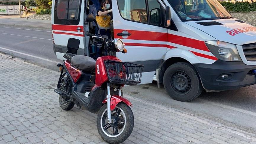 Elektrikli bisiklet yayaya çarptı: 2'si ağır 4 yaralı