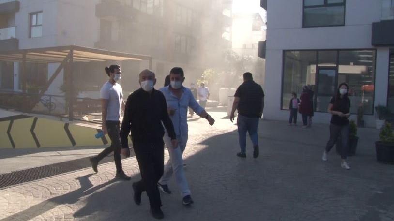 İstanbul'da sitede yangın: Vatandaşlar tahliye edildi