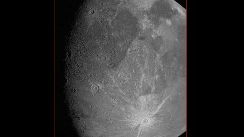 NASA'dan heyecan yaratan paylaşım: Jüpiter'in uydusu Ganymede'in en yakın görüntüsü