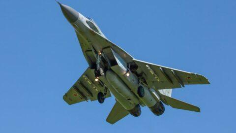 Bulgaristan'da askeri uçak düştü: Pilota ulaşılamıyor