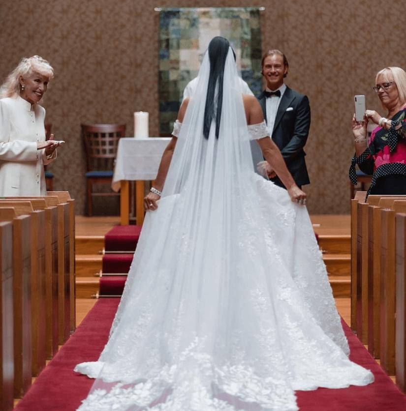 Sosyal medya platformunda bir ilk: Clubhouse'da evlenen çiftin törenini 27 bin kişi dinledi