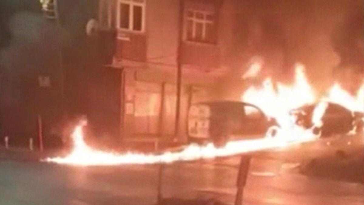 Kız arkadaşı terk etti, babasının arabasını yaktı