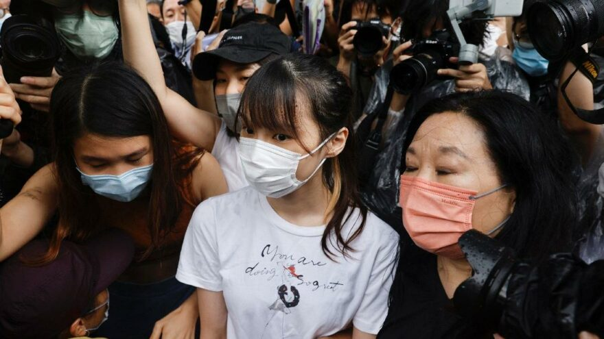 Hong Kong'da protestoların sembol ismi Chow 6 ay sonra özgür