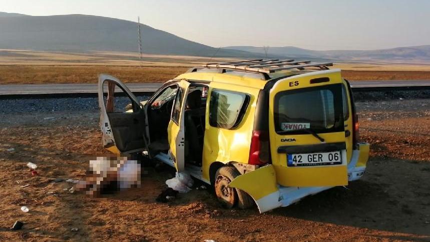 Taksi şarampole devrildi: şoför öldü, yaralılar var