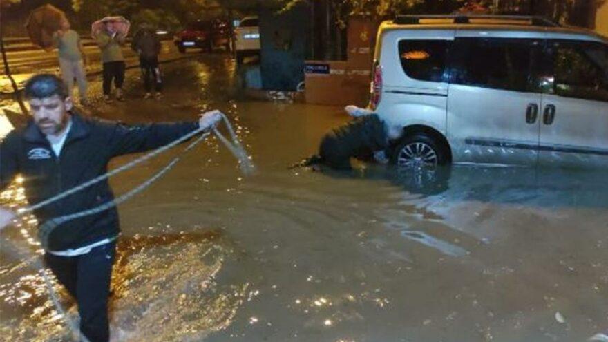 Sağanak sonrası cadde ve sokaklar su altında kaldı