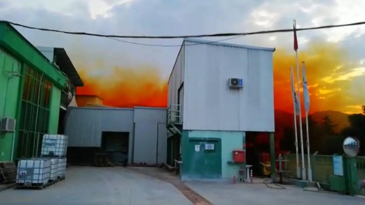 Gökyüzünü turuncu bulut kapladı