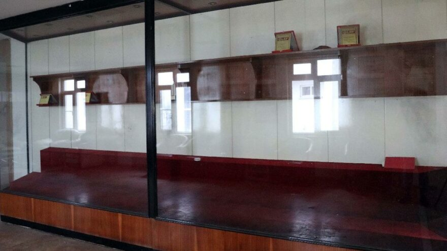 Gaziantepspor'un 2 kupası, kapıları ve flamaları çalındı