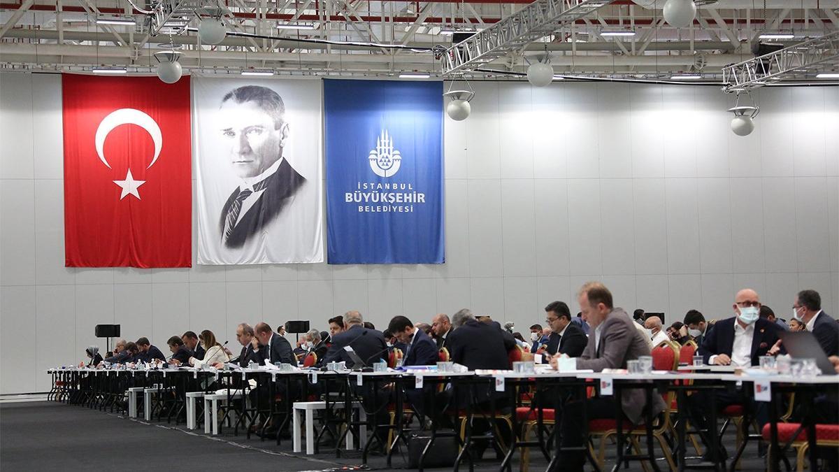 İBB Meclisi'nde 'tırnak' tartışması