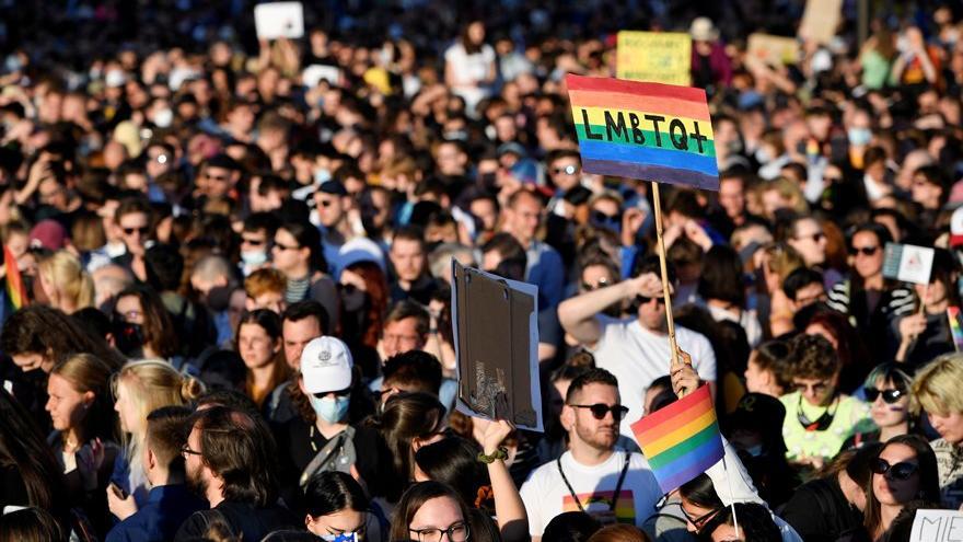 Macaristan'da seçim öncesinde eşcinsellik karşıtı tasarı geçti
