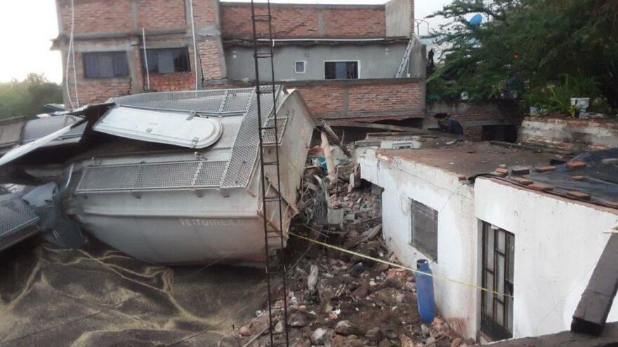 Meksika'da raydan çıkan tren 4 eve zarar verdi