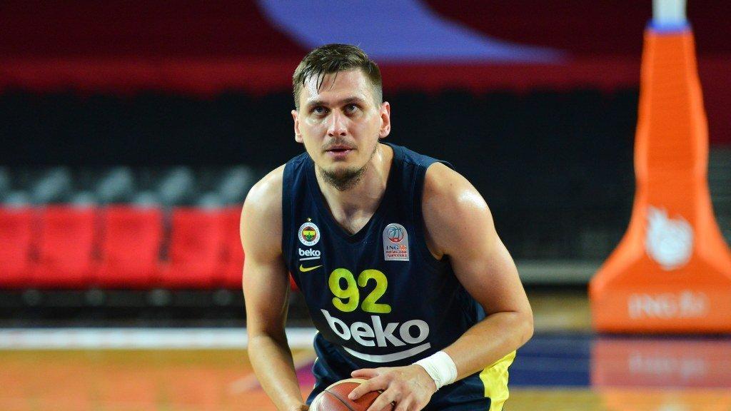 Fenerbahçe Beko, Edgaras Ulanovas'ı gönderdi