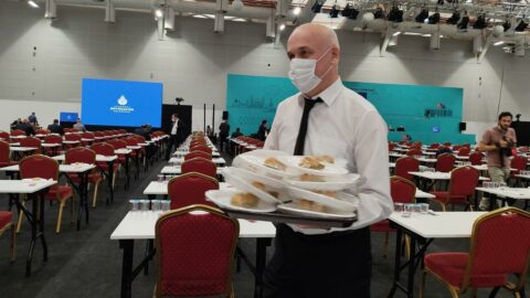 AKP'liler dağıttı, CHP'liler yemedi