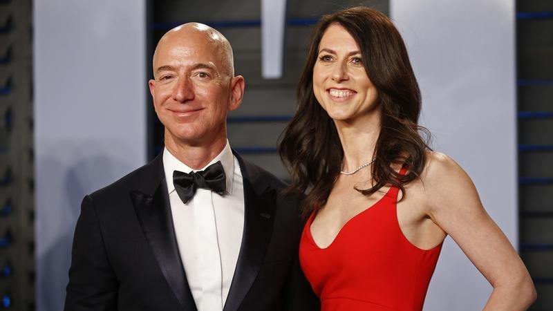 Jeff Bezos'un eski eşi MacKenzie Scott durmuyor: 2021'de 2.7 milyar dolar bağışladı
