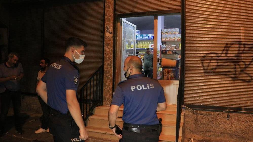 Yüzü maskeli şüpheli tarafından bakkalda silahlı saldırıya uğradı