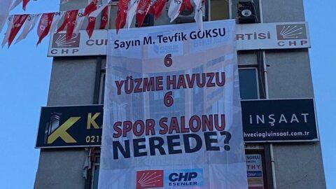 """CHP'li başkandan AKP'li başkana """"6 yüzme havuzu nerede"""" pankartı"""