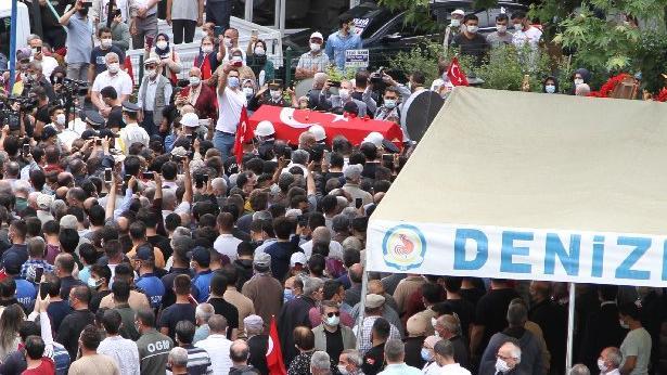 Denizli'de şehit polisi binler uğurladı