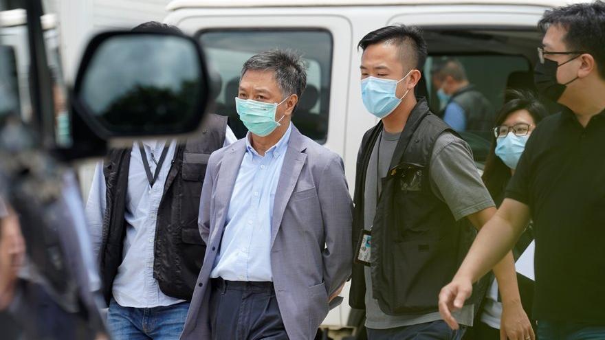 Hong Kong'ta basın özgürlüğüne büyük darbe: 500 polis gazeteyi bastı
