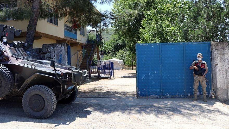 Jandarma 24 saat kapıda nöbet tutuyor! Mahallede büyük sevinç