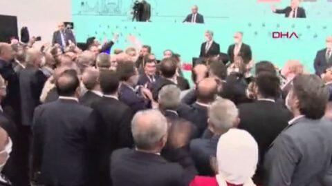 İBB Meclisinde gerginlik! Kürsüye yürüdüler, arbede yaşandı