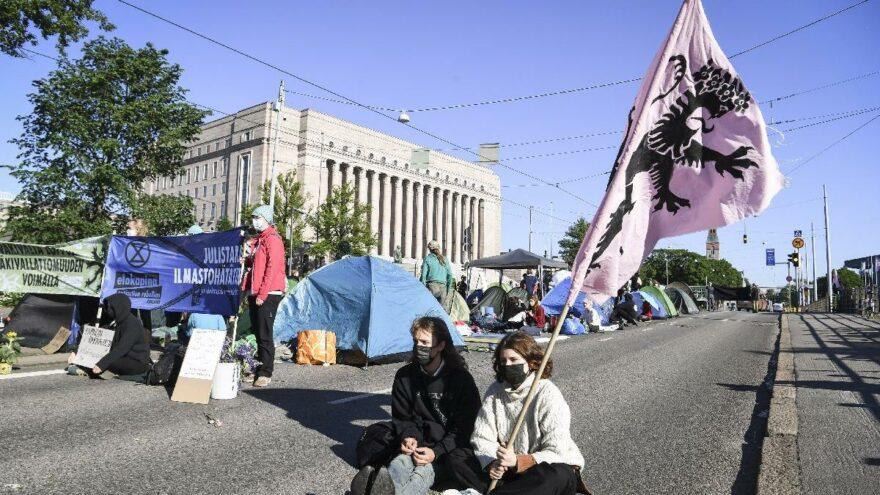 Finlandiya'da iklim protestosu: Başkentin en işlek caddesini kapattılar