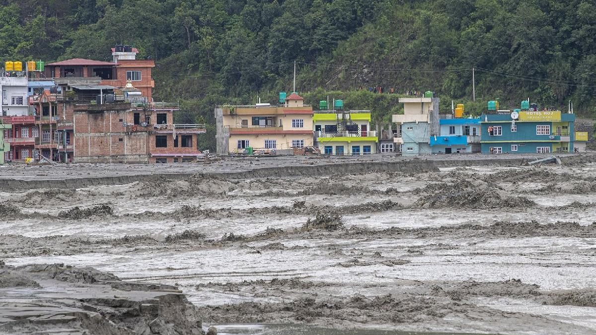 Nepal'i sel vurdu: 11 ölü, çok sayıda kişi kayıp