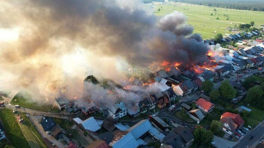Polonya'da yangın faciası! 47 ev alevlere teslim oldu