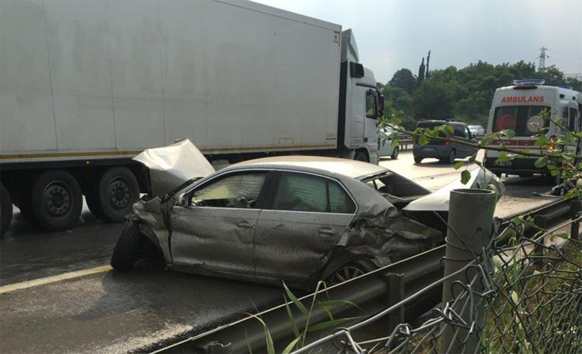TEM'de zincirleme kaza: 13 araç birbirine girdi