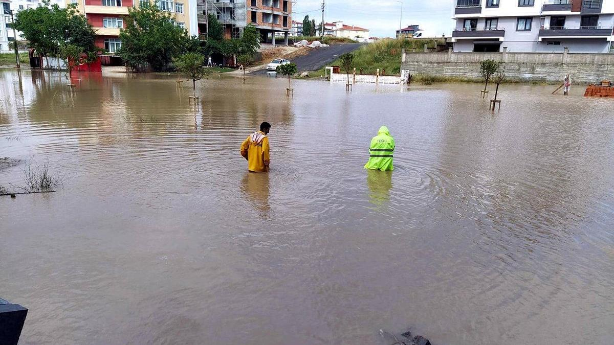 1 saatte metrekareye 47 kilogram yağış düştü