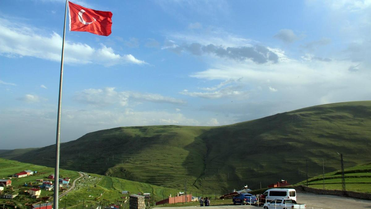 Atatürk silüeti Karadağ sırtlarında