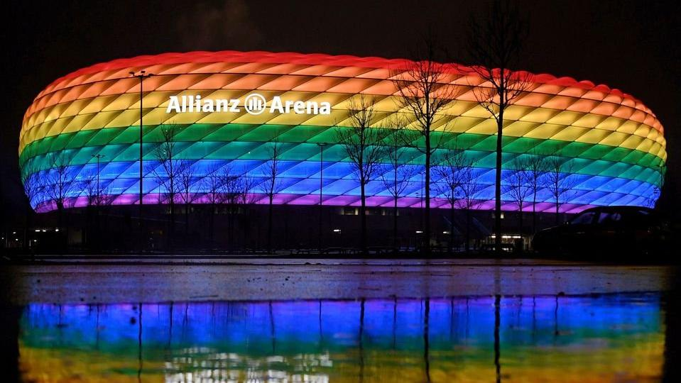 UEFA'dan Allianz Arena'da gökkuşağı renklerine yasak!