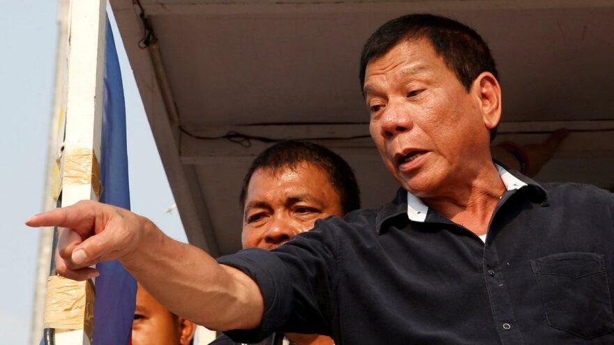 Filipinler Devlet Başkanı Duterte ipin ucunu kaçırdı: Ya aşı ya da hapis