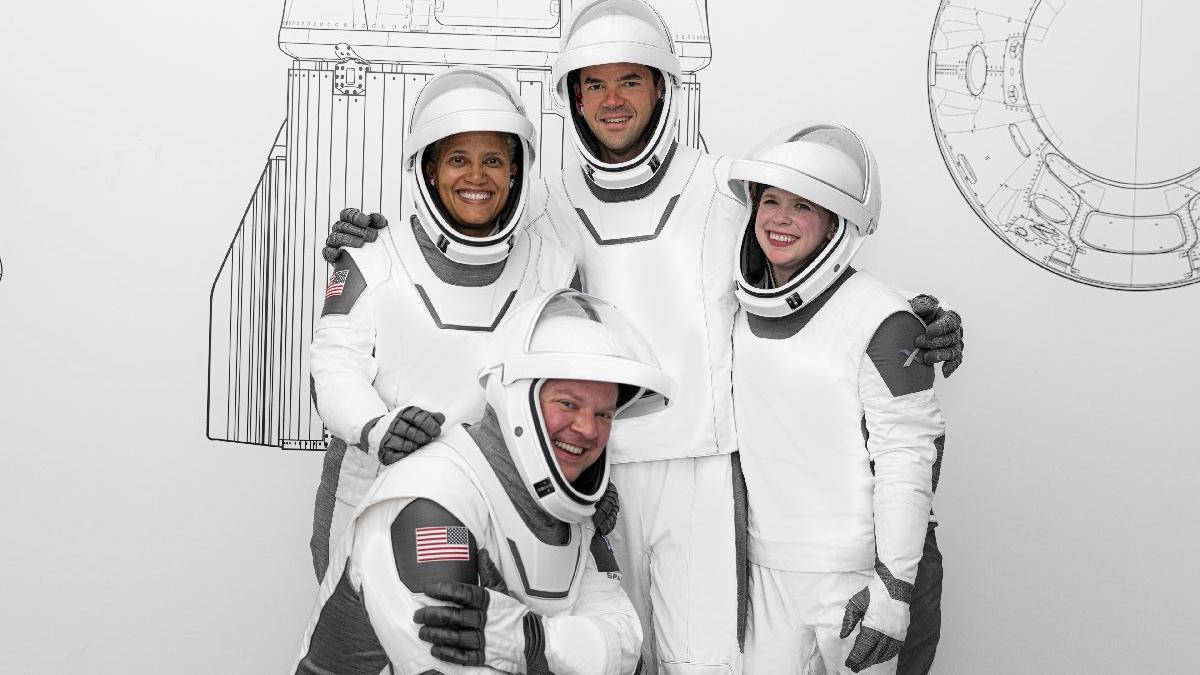 SpaceX'in Inspiration4 ekibinin kostümleri belli oldu