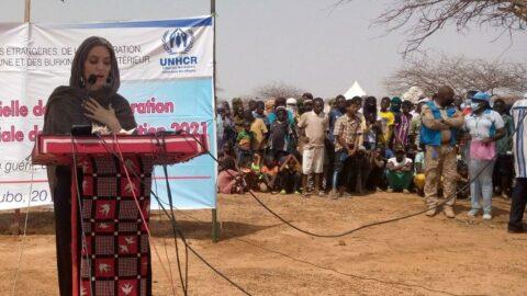 Dünyaca ünlü oyuncu Angelina Jolie mülteci kampında