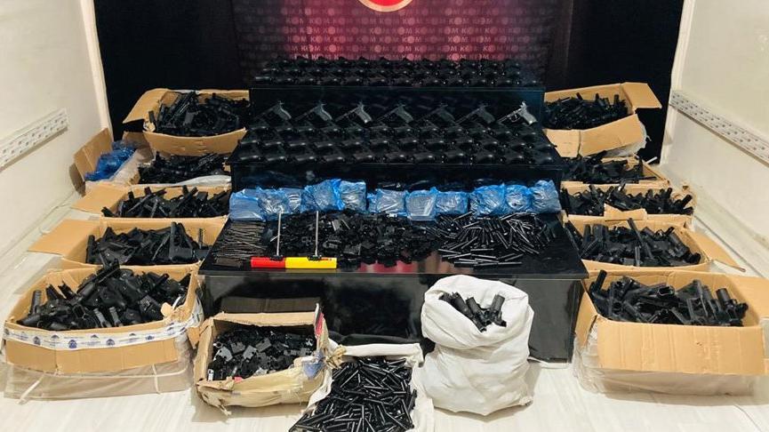 Yüksekova'da silah ve mühimmat ele geçirildi: 4 gözaltı