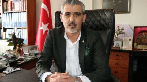Bir CHP'li başkana daha saldırı: Berberde tıraş oluyordu...