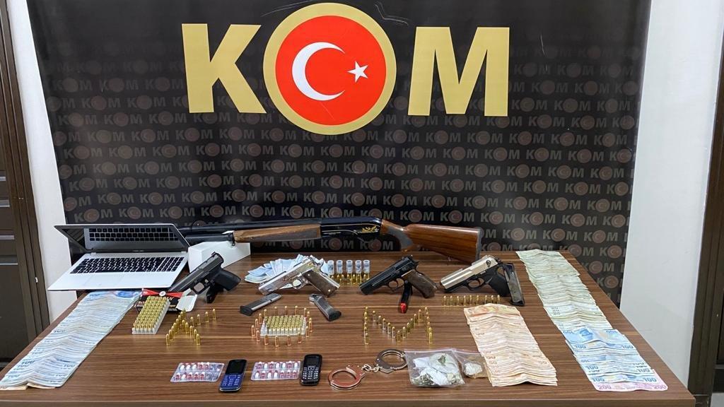 Organize suç örgütüne operasyon: Silah ve uyuşturucu fışkırdı