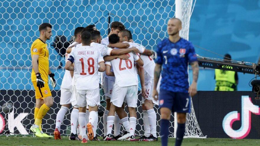 İspanya, Slovakya'yı dağıttı, son 16'ya kaldı: 5-0!