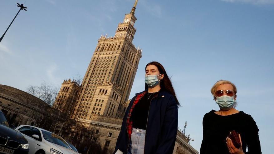 Polonya'dan '10 günlük zorunlu karantina' kararı