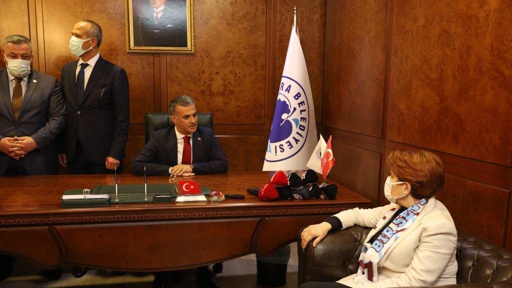 Akşener: Erdoğan beş maaşlı danışmanlarının emrine girmiş