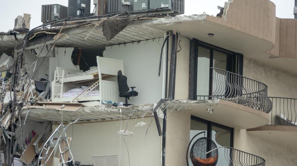 ABD'de 12 katlı binada çöktü! Yaklaşık 100 kişiden haber alınamıyor
