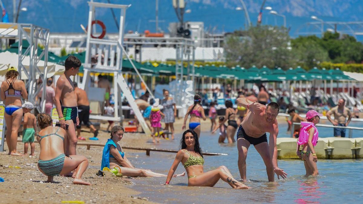 Ruslar Antalya'nın keyfini çıkarıyor