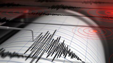 Bingöl'de 5.2 büyüklüğünde deprem! Belediye başkanı açıkladı: 3 evin yıkıldığının bilgisini aldık