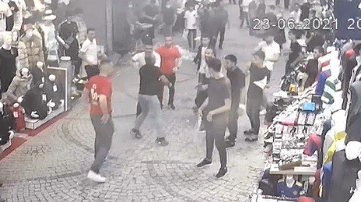 İstanbul'un göbeğindeki silahlı kavga kamerada