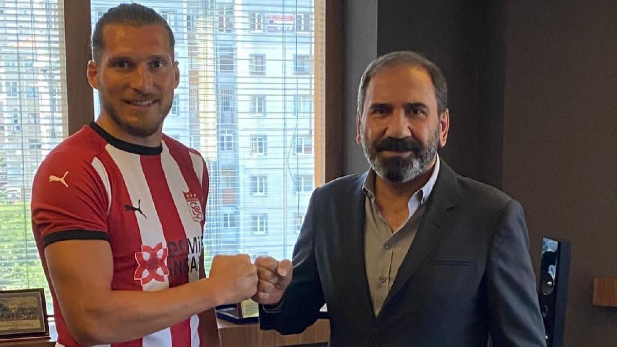 Koray Altınay resmen Sivasspor'da