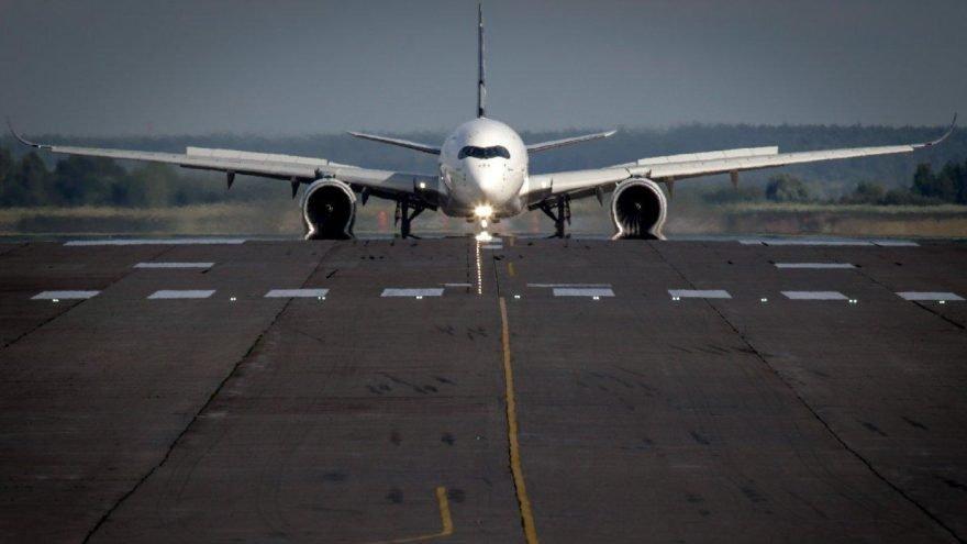 Yolcu, kalkış sırasında uçaktan atladı